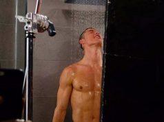 cristiano-shower