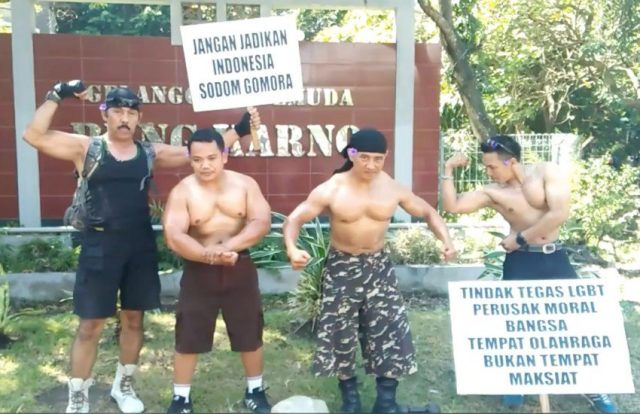 protest_bodybuilders
