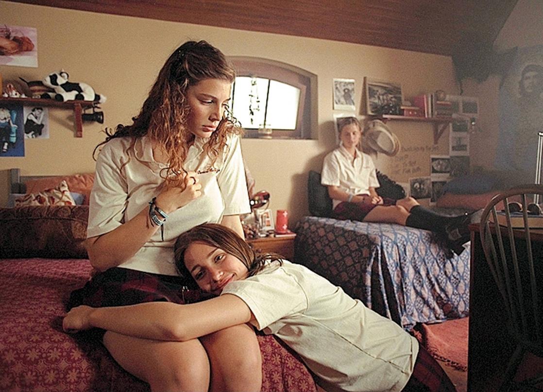 Piper perabo lesbian movie