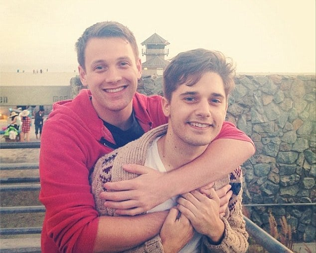 http://www.dailymail.co.uk/tvshowbiz/article-2666380/Actors-Andy-Mientus-Michael-Arden-announce-engagement-Shakespeare-quote-Instagram.html