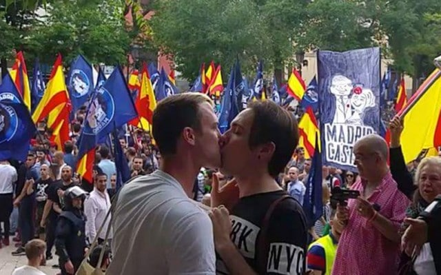 Protest-Kiss
