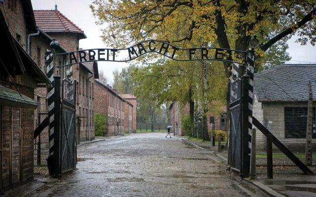 NEWS-Auschwitz-Gate
