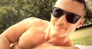 luke-evans-topless