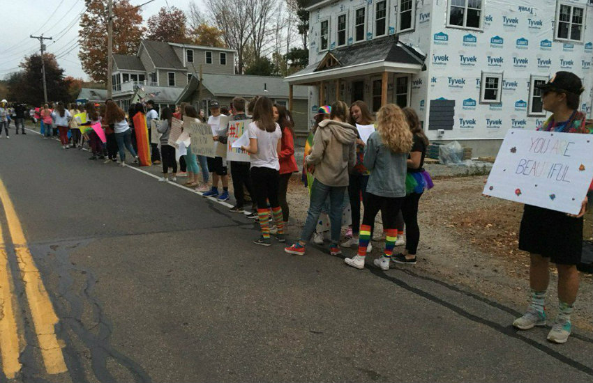 Hundreds Of Students Rally To Support Bullied Gay Teen At Maine High School  Meaws -2183