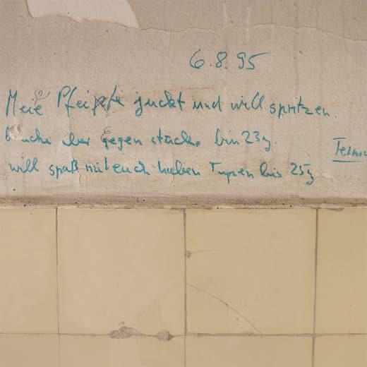 toilet_graffiti