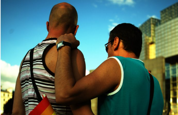 Gay-couple-homophobic