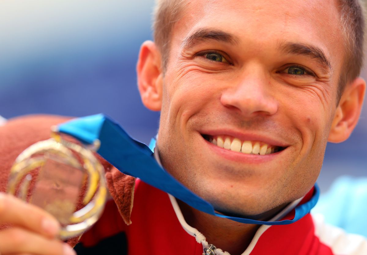 Nick Symmonds shows off his silver medal in the 800m