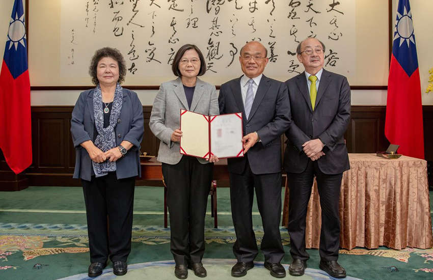 Government leaders in Taiwan with same-sex marriage law (Photo: Facebook)