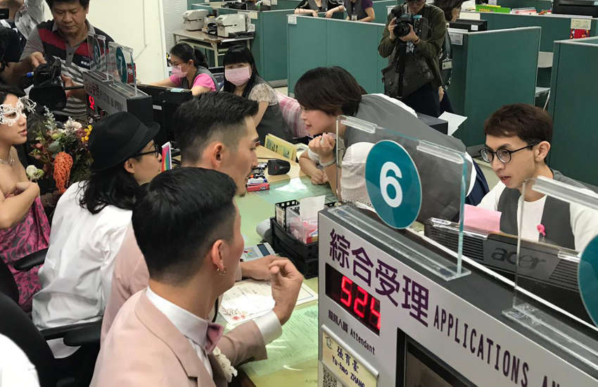 Same-sex couples register for marriage in downtown Taipei (Photo: Rik Glauert)