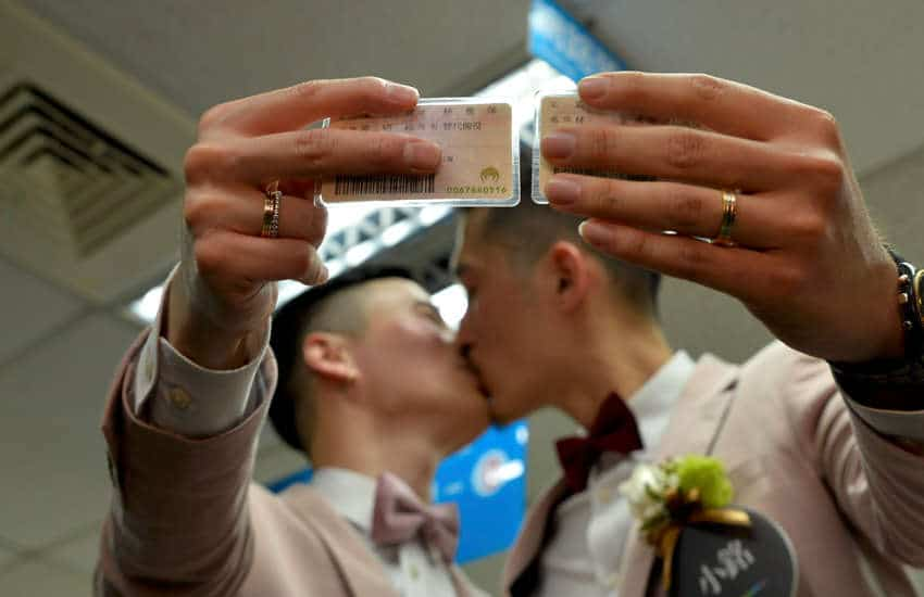 Shane Lin and Marc Yuan share a kiss after getting married (Photo: Provided)