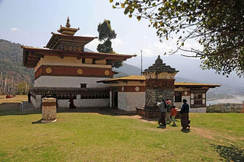 Chimi_Lhakhang_-_temple_dedicated_to_Lama_Drukpa_Kuenlay_-_panoramio